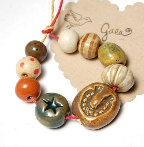 Lucky in Love / Ceramic Horse Shoe and Star Bead Set