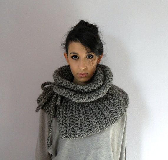 Handknitted Chunky Elegant Cowl / Capelet - Grey Gray - Adjustable - merino wool, cashmere - FEMMINA