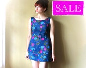 FREE SHIPPING in US Beautiful 90s Crinkled Sleeveless Cobalt Blue Floral Babydoll Dress, Size 6-10.