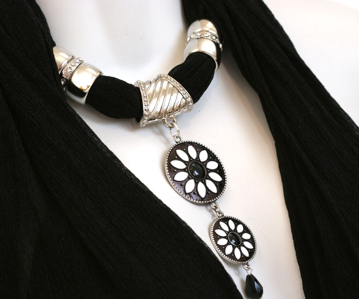 Black Scarf Jewelry Scarves With Pendants Daisy Necklace Scarfs M Scarves With Jewelry On Them