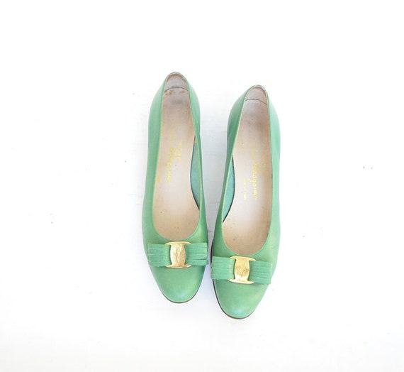 size 9 green leather FERRAGAMO bow shoes