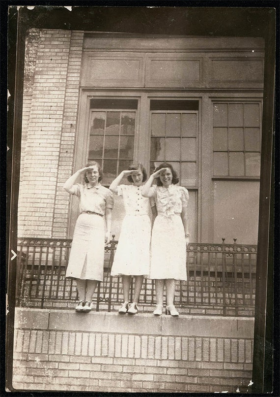 vintage photo 1944 3 Young Ladies Salute