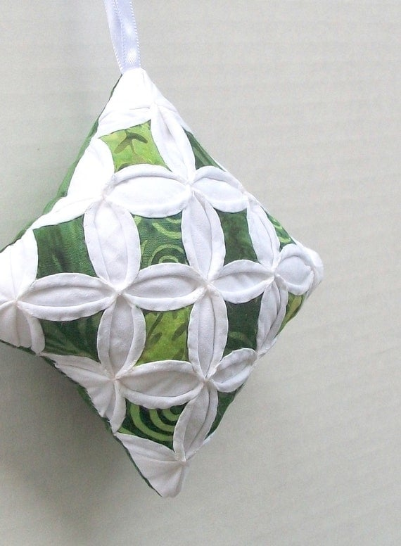 Christmas Ornament Christmas Decor Cathedral Window Green Batik - 4 Inches