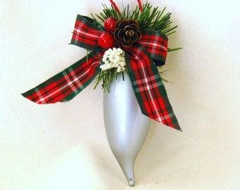 ornament, christmas tree, silver, plaid, red, F, ornament