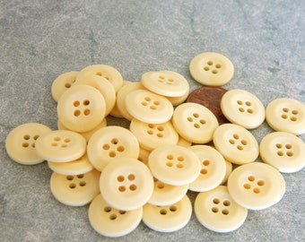 3 Dozen New Light Creamy Yellow Plastic Buttons-NY1