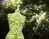 Display mannequin Vibrant Green Damask Dressform - Sophie G