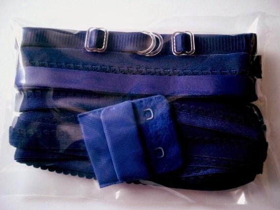 Notions for 1 BRA and BRIEF in PEACOCK blue by Merckwaerdigh