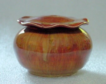 Golden Cappucino Foamy Pottery Jar with Lotus Leaf Lid with Cobalt Blue Interior