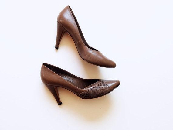 vintage RUCHED heels /  1980s taupe leather GLORIA VANDERBILT pumps