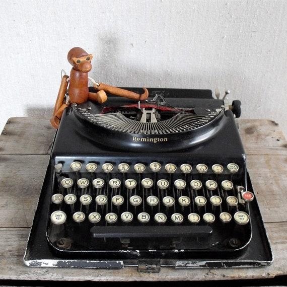 AntiqueTypewriter : Remington Portable 1920s