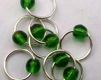 Snagless emerald silver stitch markers