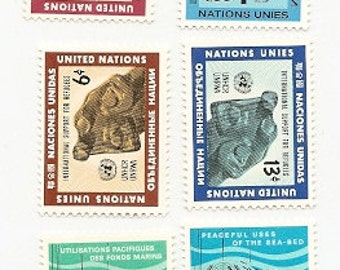30 Vintage Unused UNITED NATIONS STAMPS
