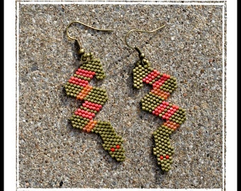 Boutique custom STRIPED SNAKE peyote beaded earrings from picklesandco