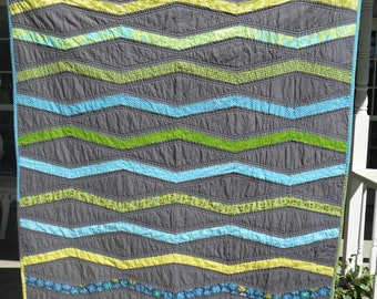 Inverted New Wave Toddler Bed Quilt for a Boy