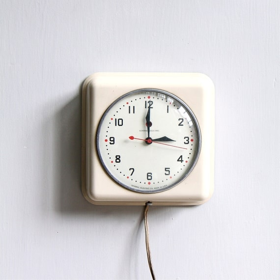 Vintage Modern Kitchen Clock