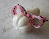 White Ceramic Wine Stopper-Wine Bottle Stopper with Pink Ribbon
