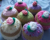 Knitted food pattern - cupcakes