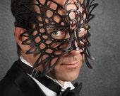 Totem leather mask in black