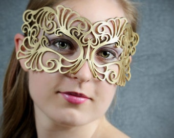 Coquette leather mask in gold