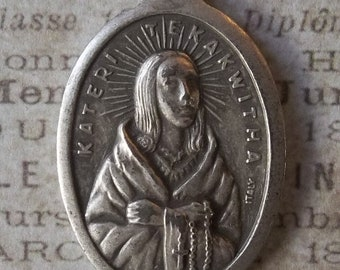 Blessed Kateri Tekakwitha Medal Patroness Of The Environment And Ecology, Holding A Rosary In Prayer, Lily Of The Mohawks Made In Italy