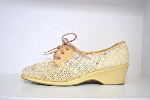 70s wedge shoes // white and cream crochet // vintage 1970s does 1940s oxford heels