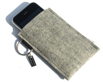 iPhone SE sleeve in thick felt, 100% wool, handmade in the Netherlands