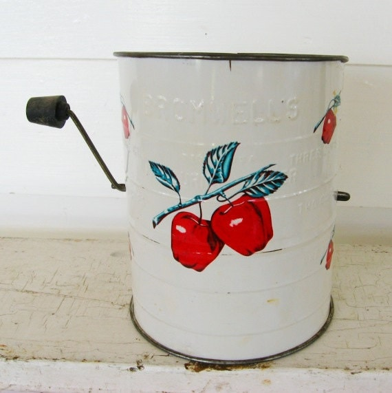 1950 Vintage Bromwells Kitchen Tin Flour Sifter White with Red Apples, Very Clean Condition