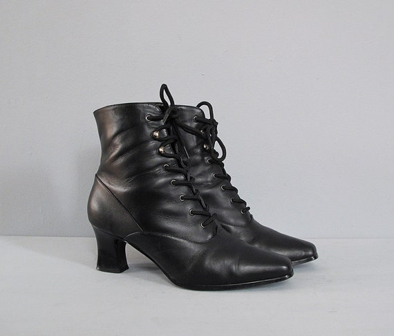 vintage black lace up boots w heel 8