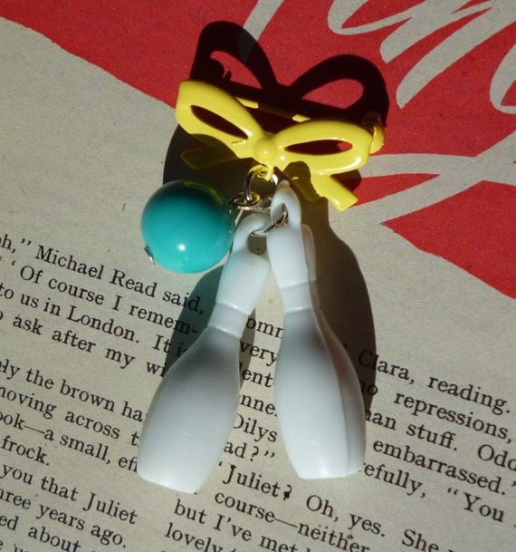 Bowling Betty- atomic bowling pin 1940's 50's style bow brooch