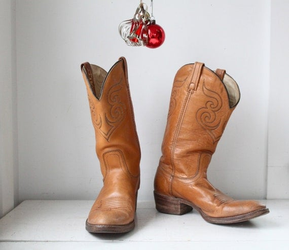 Sale / vintage cowboy boots. Men size 10D / Women 11.5 /