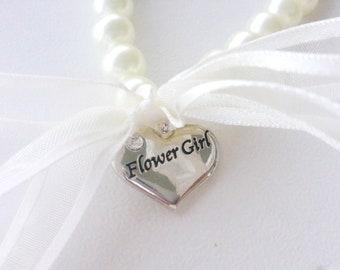Flower girl bracelet - Pearl and charm - Sweet ivory