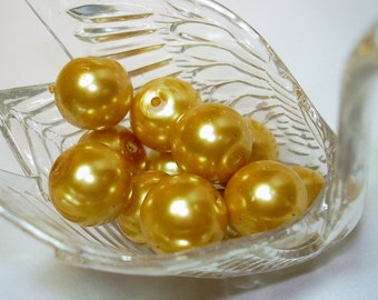 Light Gold Glass Pearl Round Beads (Qty 12) - B1455