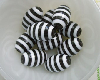 Stripe Oval beads 6pcs 26mmx 17mm BLACK
