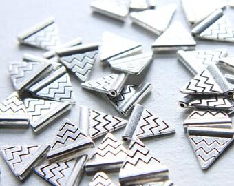 40pcs Oxidized Silver Tone Base Metal Charm - Triangle with Chevron 14x14mm (5003Y-J-117)
