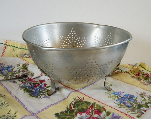 Vintage Aluminum Colander, Star Colander, Strainer, Vintage Colander, Rustic Farmhouse, Shabby Chic Country Cottage, Retro Kitchen