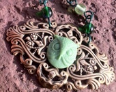 "19"" Antique Brass Owl Necklace in Green"