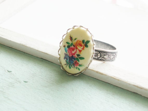 Silver Cameo Ring  - Bouquet of Roses