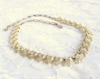 Textured Goldtone Leaves Choker Vintage Necklace Signed STAR Adjustable