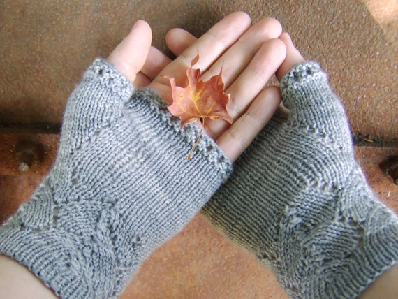Ishbel & Elena Mitts - Free Knitting Pattern - Digital PDF or PRINT