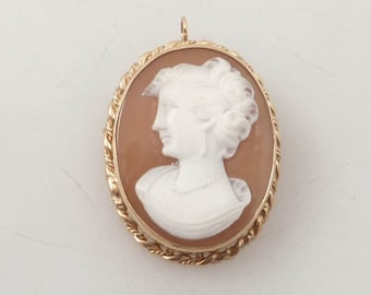 SALE ---- Exquisitely Carved Shell Cameo Antique Brooch Pendant in 14K Gold Setting