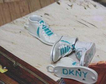 The sneaker pendant 1