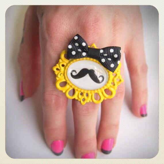 Pin up Tattoo mustache ring, yellow