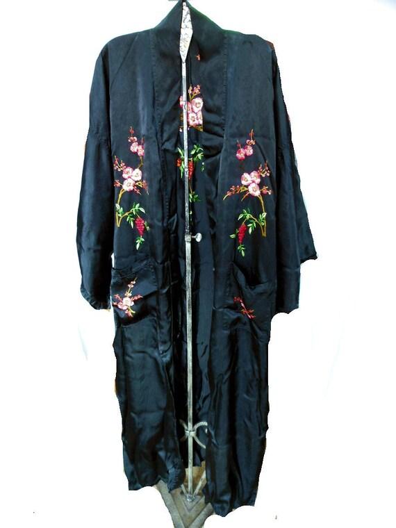 Vintage Asian Silk Kimono Robe w/Embroidered Cherry Blossom Flowers