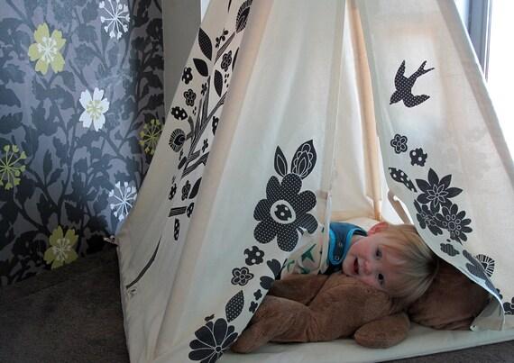 Kids teepee for indoor play - screen printed