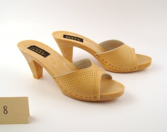 Vintage 1970s Shoes Tan Brown High Heel Sandals size 8