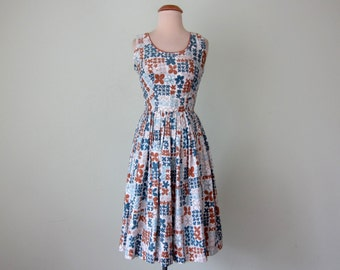 60s dress / floral print fit flare pleated cotton blue & brown sundress scoop neck (xs - s)