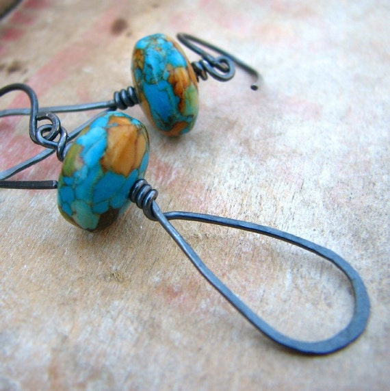Turquoise and hammered sterling silver earrings - Tall tales