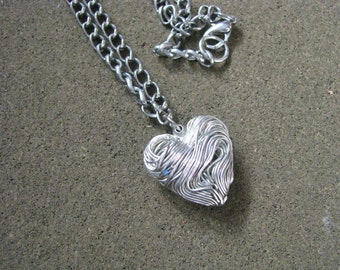 SIlver tone vintage necklace with Heart shaped wire pendant