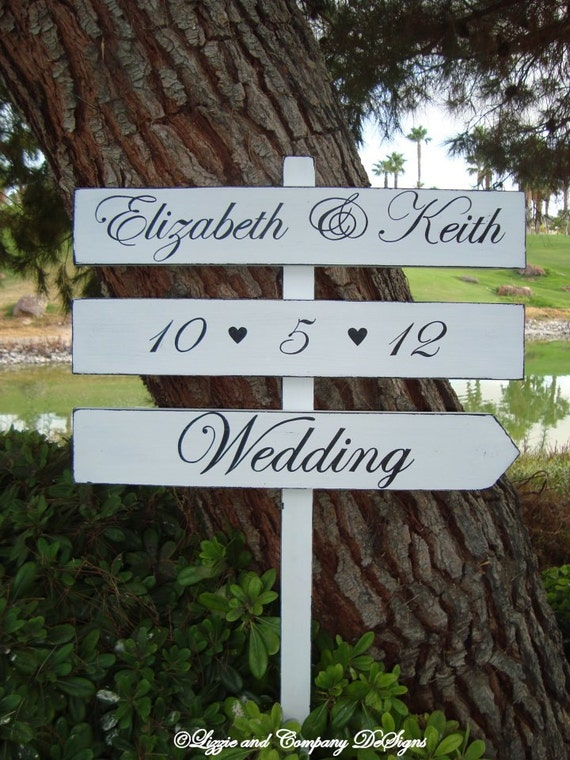 WeDDinG SiGn with Hearts - DiReCTioNaL WeDDiNg SiGnS - ClaSSic STyLe LeTTeRiNg - Custom Wedding SIGNS - 4ft Stake - WHITE