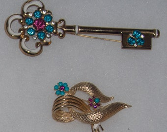 CORO Set  Vintage Jewelry Brooches / Key and Abstract